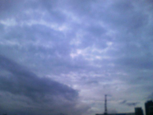 今日も怪しい空…